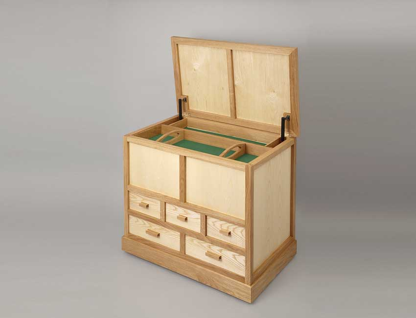 Toy chest with lid open